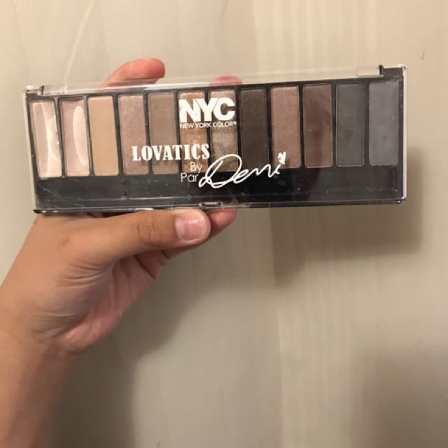 NYC EYESHADOW PALLET