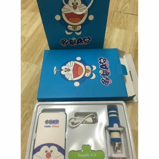 Paket Powerbank Doraemon dan Hellokitty, Telepon Seluler & Tablet, Aksesoris Tablet & Handphone di Carousell
