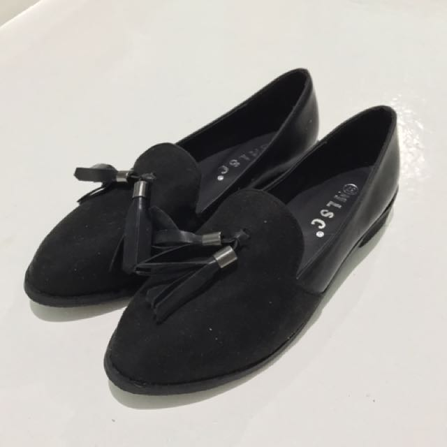 SHOES FOR HER (SIZE 7-7.5)