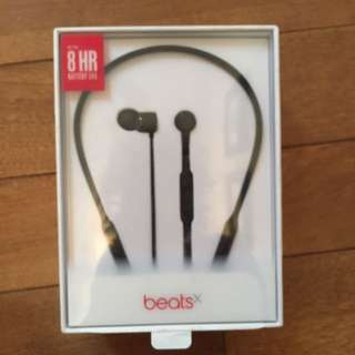 NEW UNOPENED WIRELESS BEATS EARPHONES