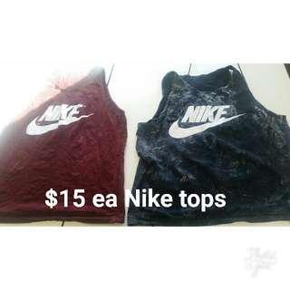 2x Nike singlets