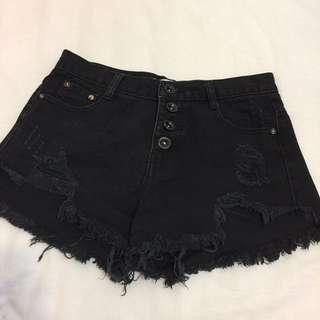 黑色排扣短褲✔️