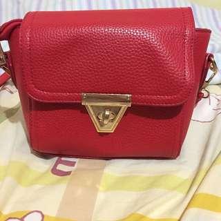 紅色小側背包