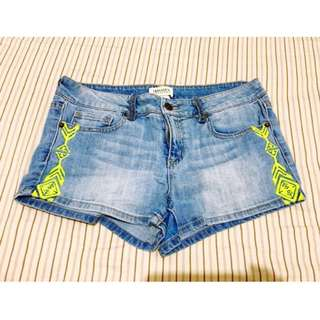 F21 Embroidered Short 🐸