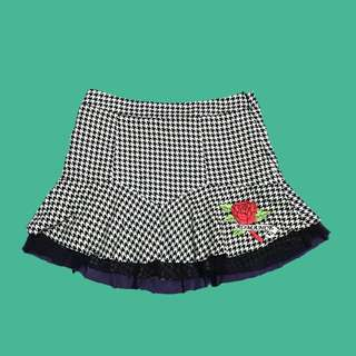 houndstooth skirt with patch