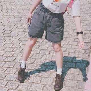 Planet 灰黑色寬鬆短褲