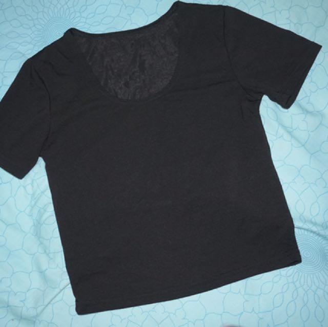 黑色短版上衣