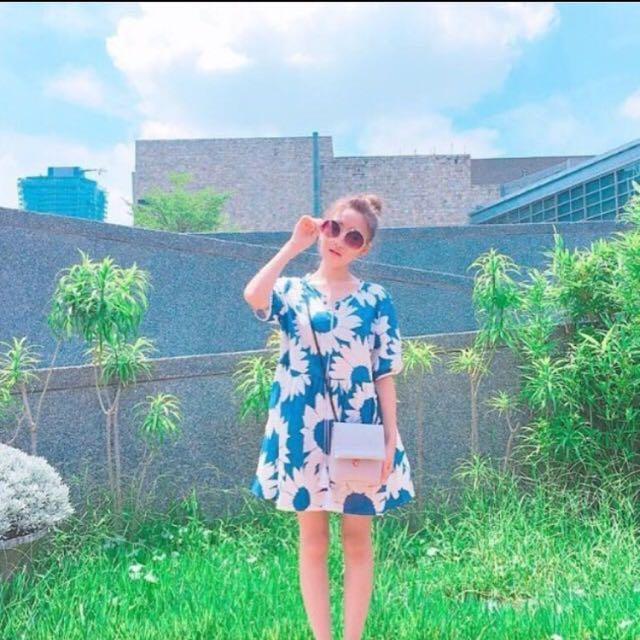 藍大花洋裝