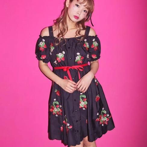 日本品牌 ank roung草莓刺繡蓬蓬洋裝