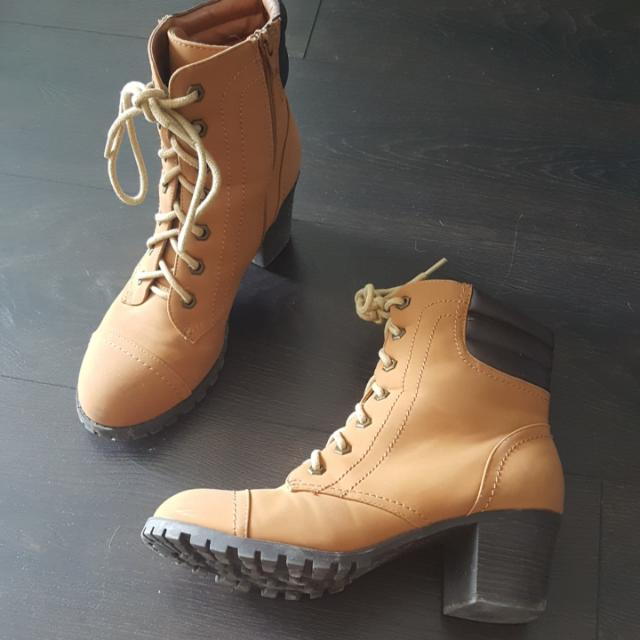 "Bamboo Boots Size ""40"" (Fits Smaller- 9/9.5/10)"