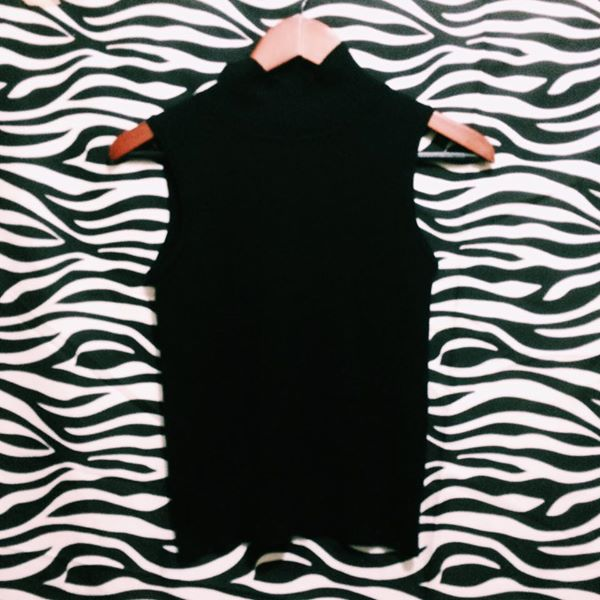 Black semi crop top sando
