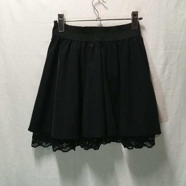 Black skirt with details
