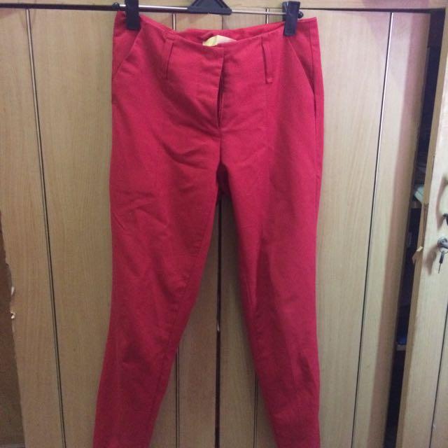Celana Merah Kivee