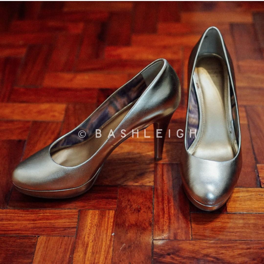 Circa Joan David Luxe Golden Heels