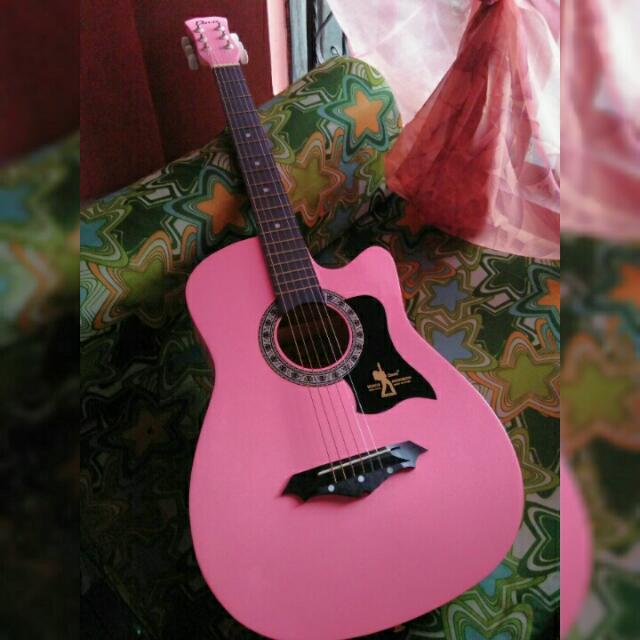 Davis Acoustic Guitar (w/ Free Bag, Capo, Extra String)