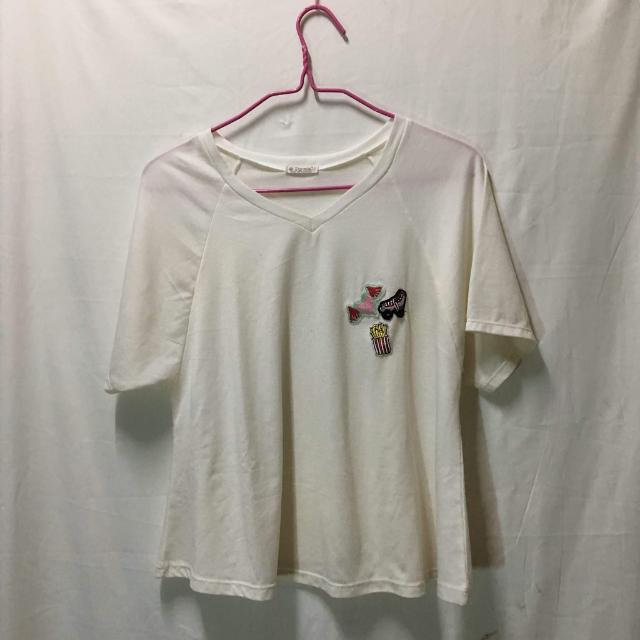 DYNA lose white shirt w/ patches