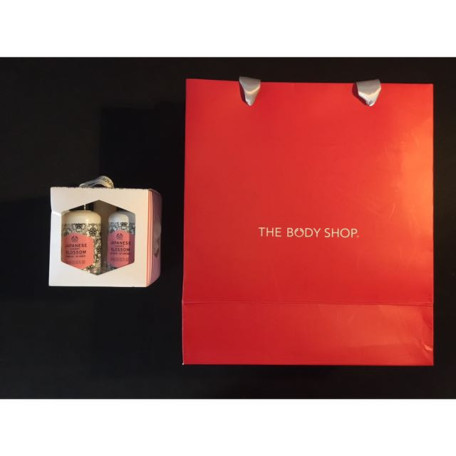 Christmas Gift Sets Body Shop.Japanese Cherry Blossom Gift Set With Body Shop Christmas Theme Carrier