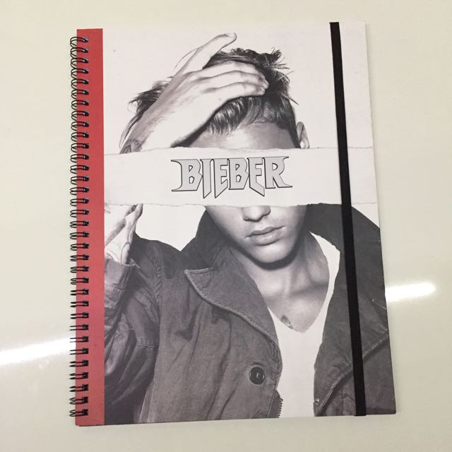 Justin Bieber : Typo A4 Notebook 120 pages