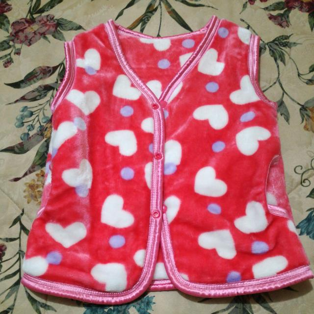 Kid's Furlike Vest With Hearts Print
