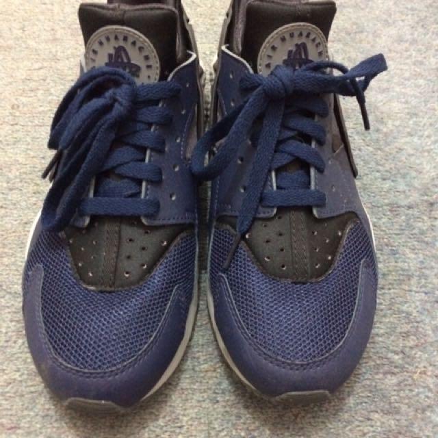 Nike Navy Huaraches