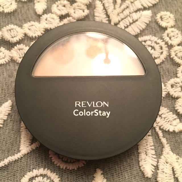Revlon Color Stay Pressed Powder (light Medium)