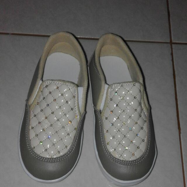 Sepatu 29