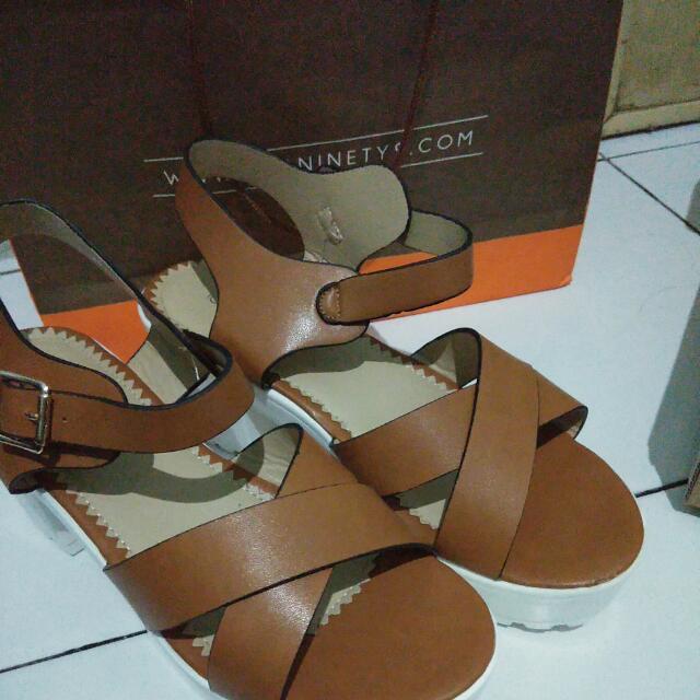 Sepatu Icon ninety 9