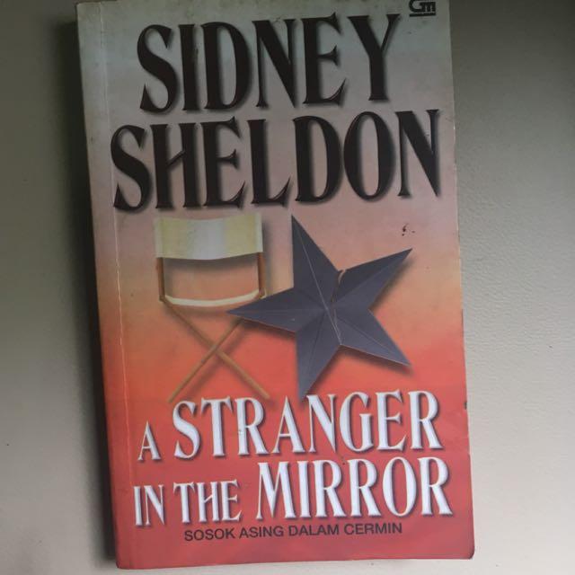 Sidney Sheldon - A Stranger in the Mirror (Sosok Asing dalam Cermin)