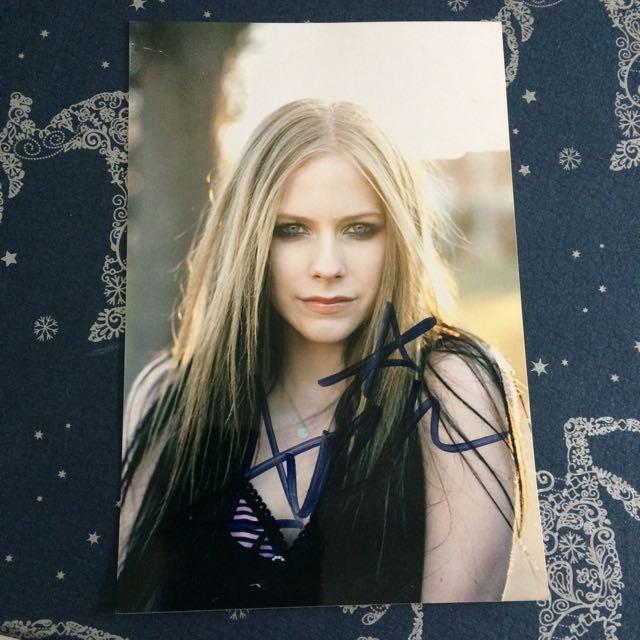 Signed Avril Lavigne 4x6 Photo