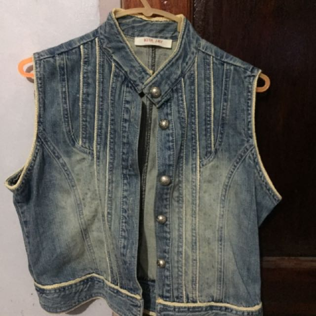 sleeveless denim bolero