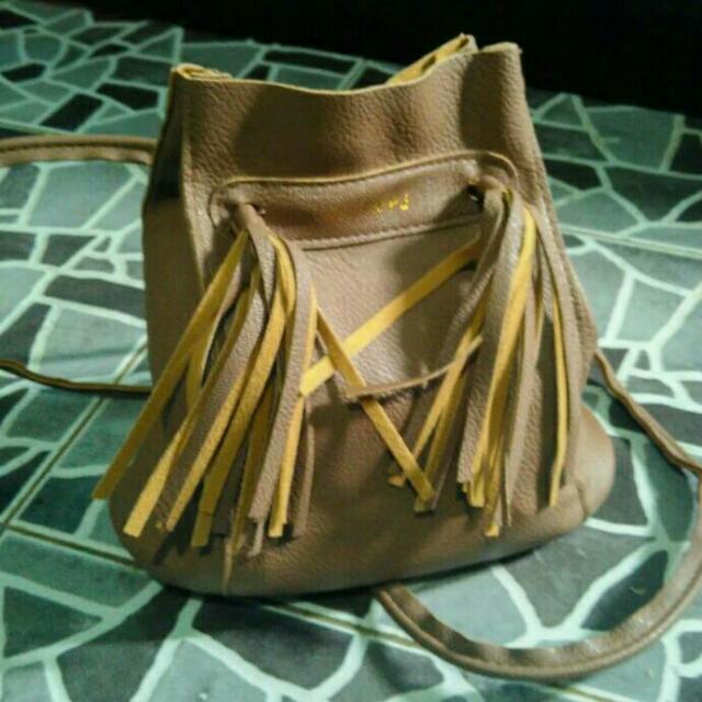 stuff: jingpin slingbag.