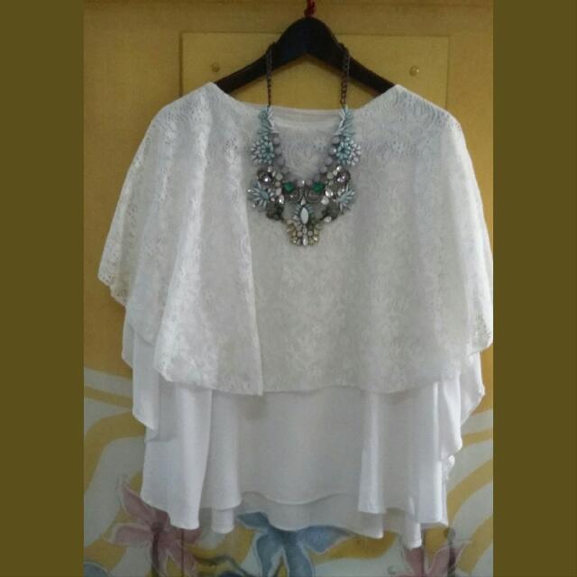 White Lace Batwing Top (Tanpa Kalung)