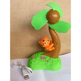 [全新] 小貓咪爬樹 電腦USB小風扇 迷你風扇 隨身風扇 裝電池塑膠風扇 軟質風扇葉片