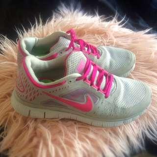 Nikes, sz 8