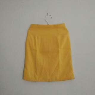 yellow skirt pendek