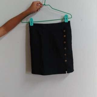 #八月免購物我送你 排釦彈力窄裙