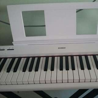 Yamaha NP-12 Piaggero Portable  White Keyboard