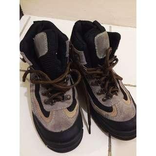 Itasca's Hi-cut Shoes