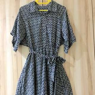 [媽媽太會買-衣櫃大出清] 斗篷式優雅洋裝 -深藍