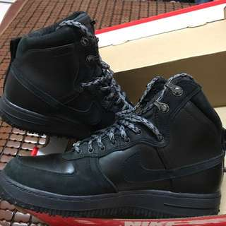 NIKE 全黑高筒鞋