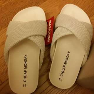 Cheap Monday White Sandals Slippers 涼鞋 拖鞋