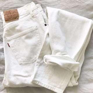 White Vintage Levis - Fit size 6/8