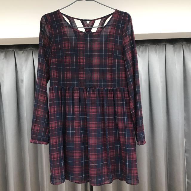 露背格子洋裝