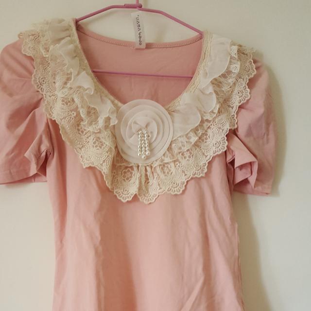 甜美蕾絲荷葉公主袖上衣