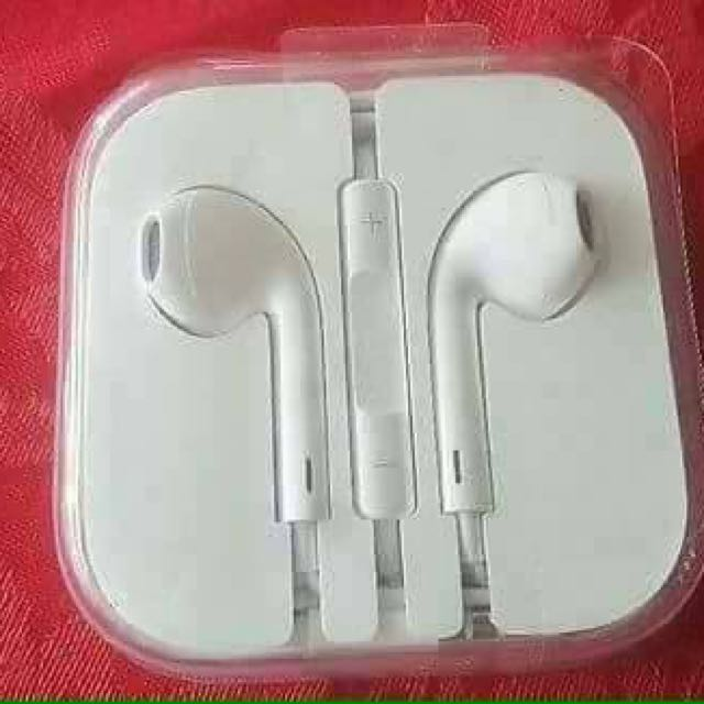 apple earpods and lightning cable