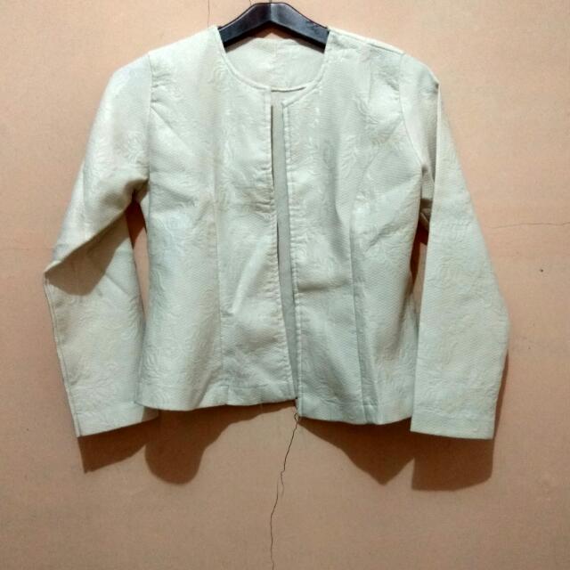 blazer broken white