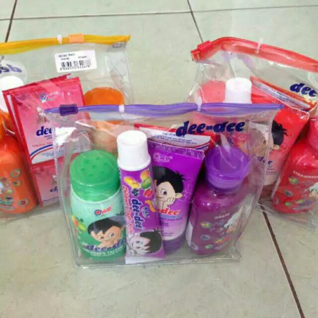 Dee Dee Yuri Travel Pack