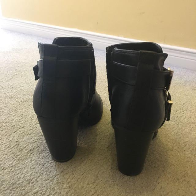 EXPRESS Booties