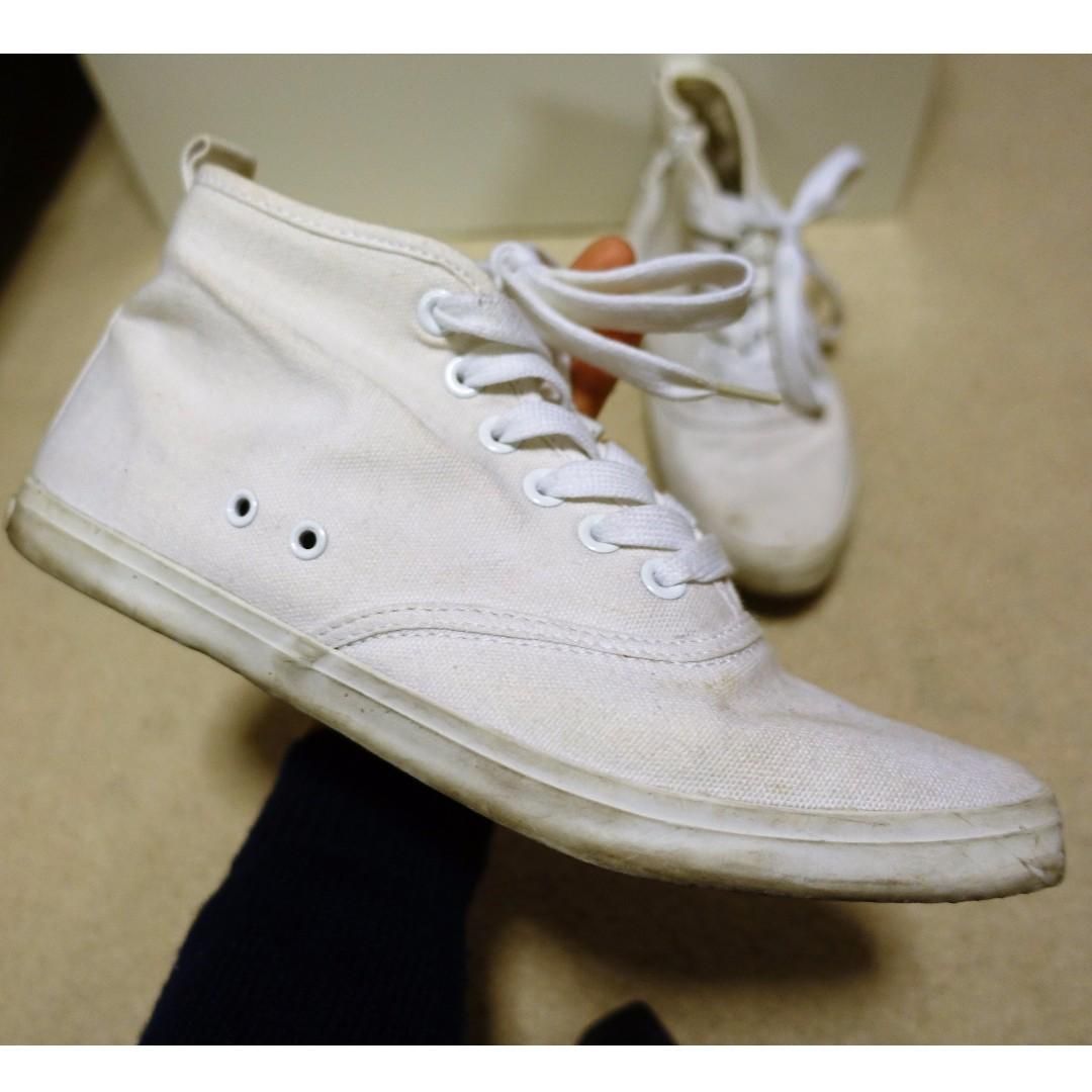 Hi-top white canvas shoes (size 6)