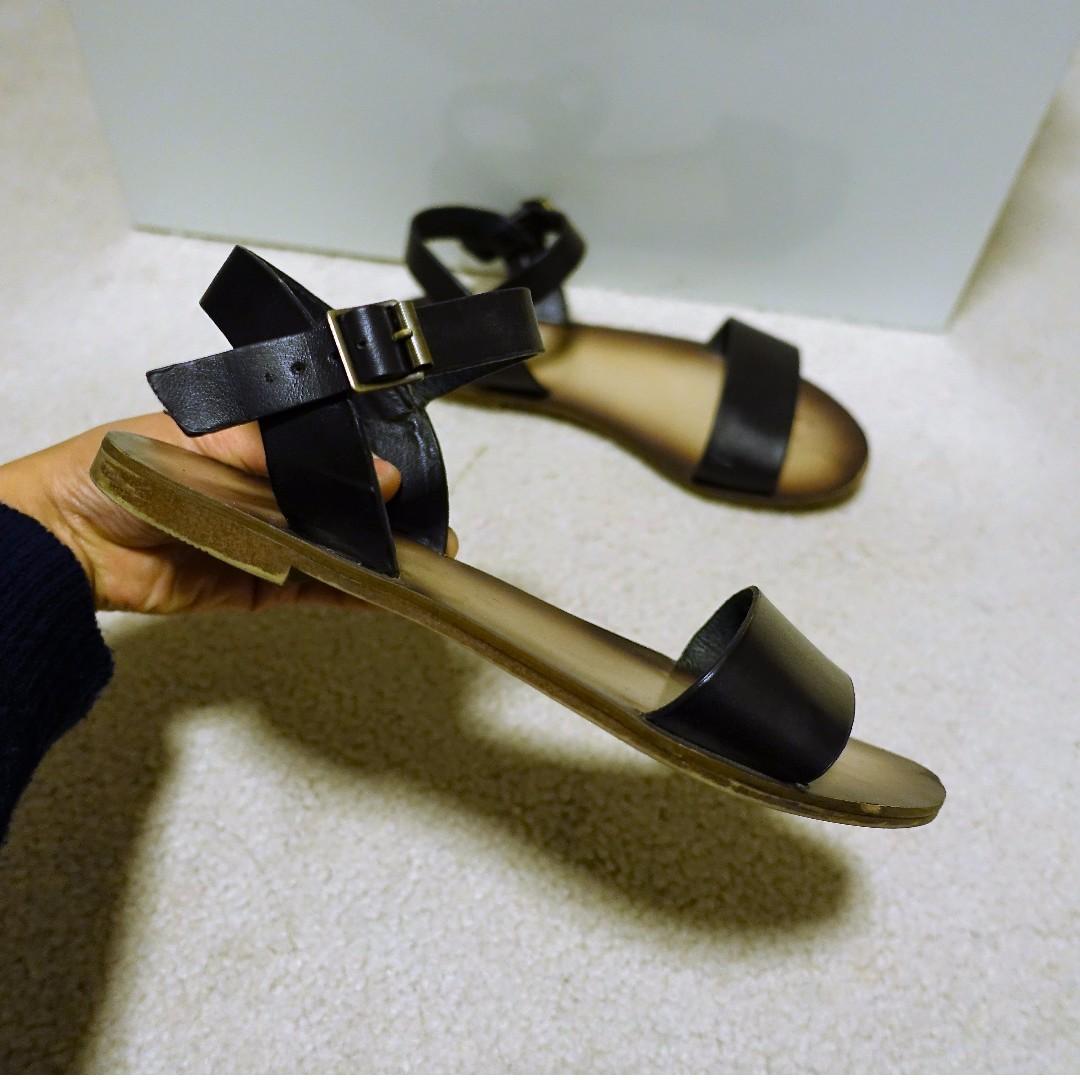Lipstik Sandals (size 35)